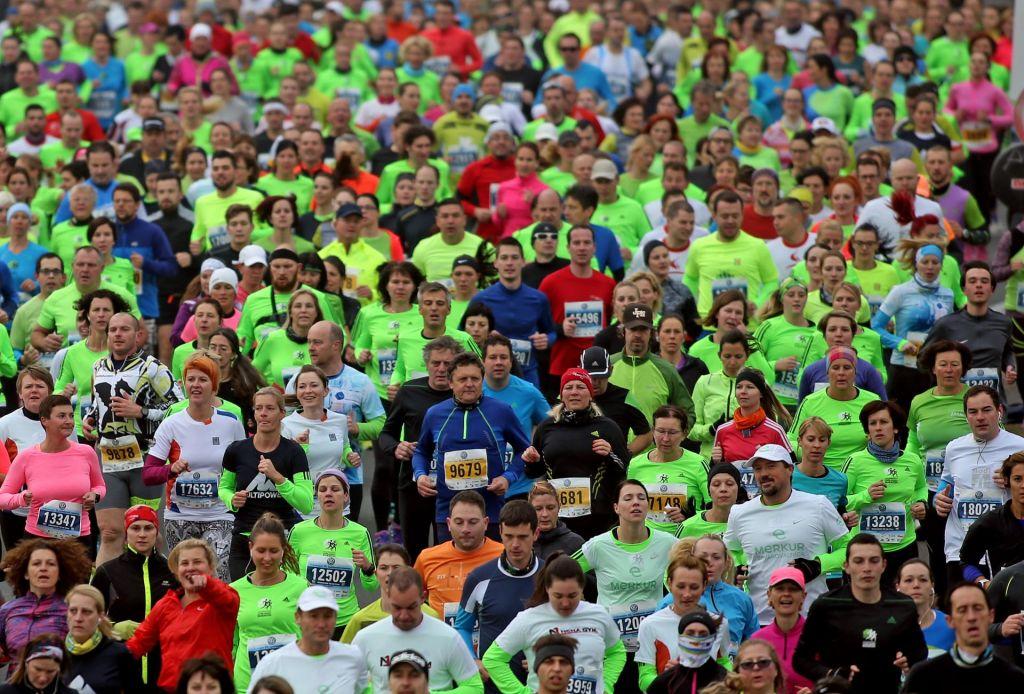 FOTO:Maratonci tečejo krog za preživetje