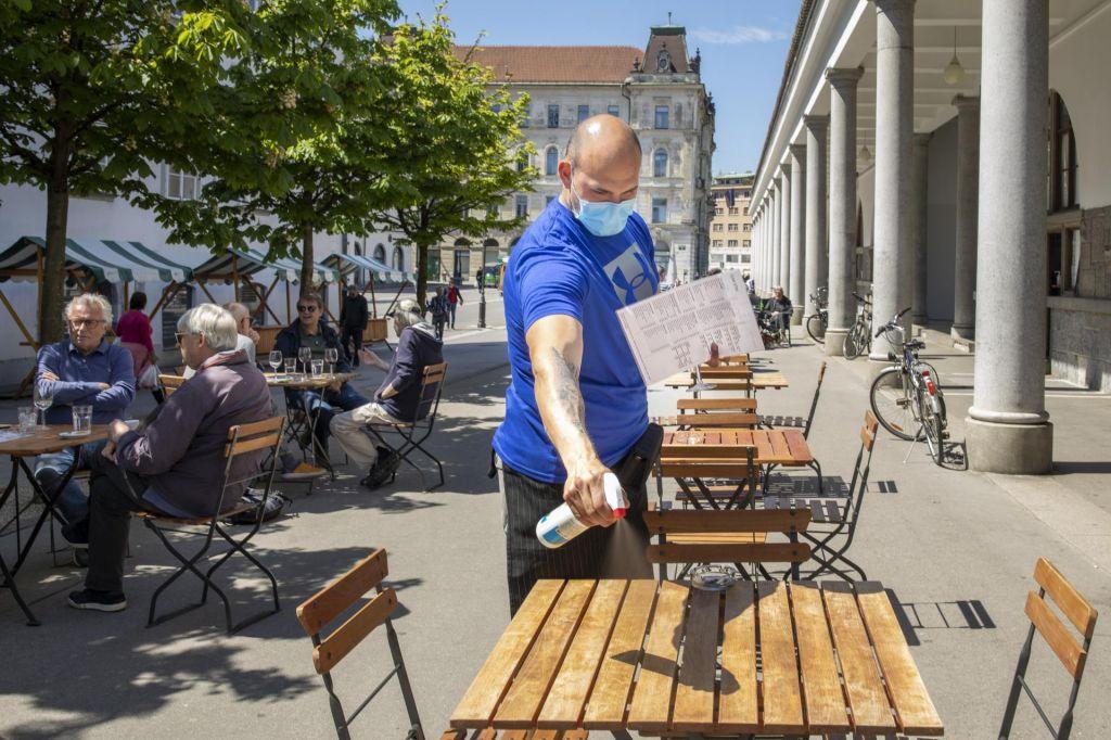 FOTO:Šolarji in gostinci prebujajo Slovenijo