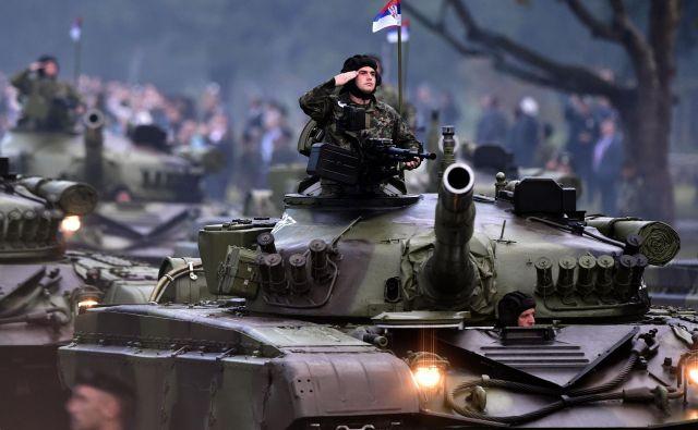 Srbska vojska na poti v Šid. Fotografija je simbolična. FOTO: Afp