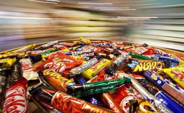 Inflacija se je upočasnila, tudi če nekaterih izdelkov primanjkuje zaradi zaustavitve industrije in paničnega nakupovanja. FOTO: Valentin Flauraud/Reuters