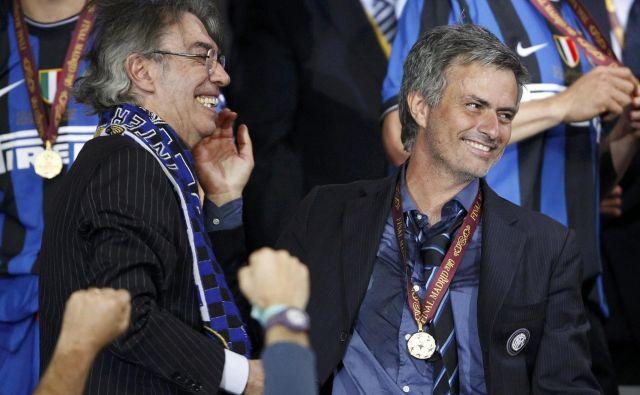 Takole sta praznovala 22. maja lovoriko v ligi prvakov Interjev predsednik Massimo Moratti in trener Jose Mourinho. FOTO: Reuters
