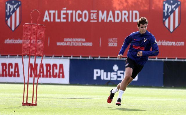 Atletico v napadalec Alvaro Morata med treningom v vadbenem kompleksu Wanda v Madridu. FOTO: Reuters
