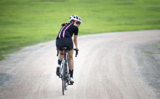 Kolesarjenje ni samo odlično zdravilo proti stresu, poveča tudi samozavest, nadvse primerno je za ljudi s težavami s koleni, saj je prijazno do sklepov in kosti. FOTO: Shutterstock