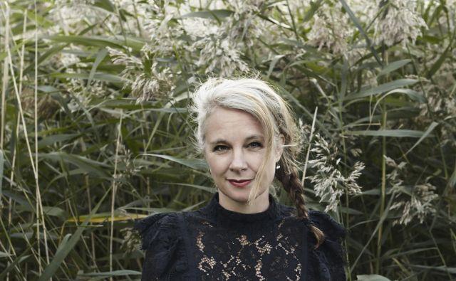 Sara Stridsberg med pisanjem od nekdaj posluša zelo glasno glasbo. Foto Irmelie Krekin