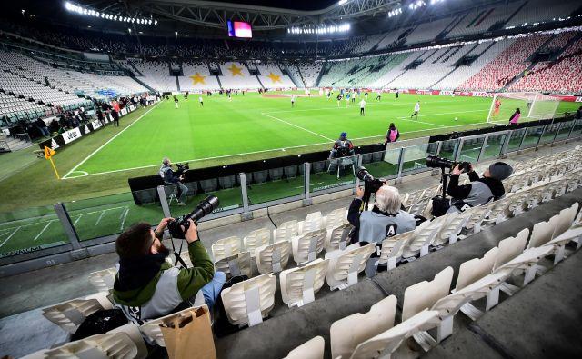Zadnje kolo pred prekinitivjo so v Italiji že igrali pred praznimi tribunami. FOTO: Reuters