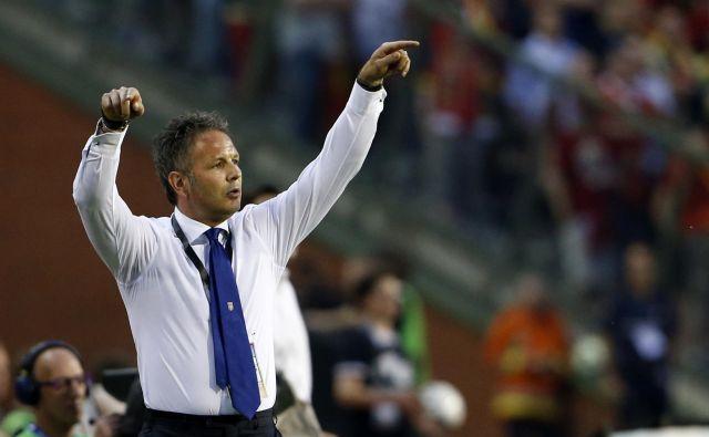 Siniša Mihajlović bo poskušal prepričati velikega prijatelja Zlatana Ibrahimovića, da bi preložil odhod v domovino in da naj še eno sezono igra za Bolgono, kjer je Srb tudi trener. FOTO: Reuters