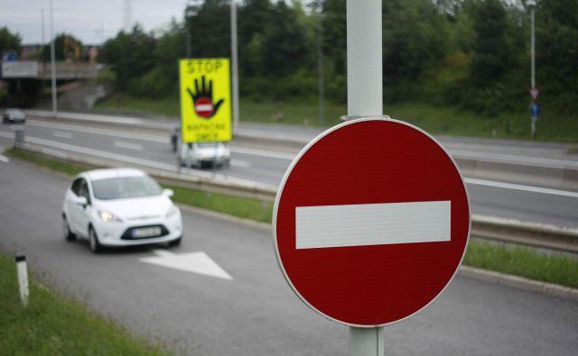 Na dolenjski avtocesti se je nekaj po četrti uri zjutraj zgodila prometna nesreča. Fotografija je simbolična. FOTO: Leon Vidic/Delo