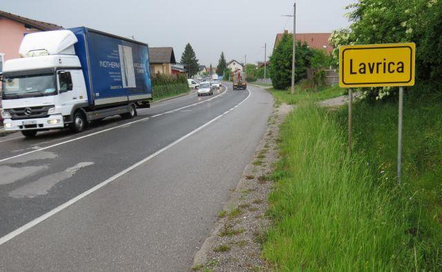 Na celotnem odseku Dolenjske ceste domačini opažajo manj prometa in tudi zato nasprotujejo projektu. FOTO: Bojan Rajšek/Delo