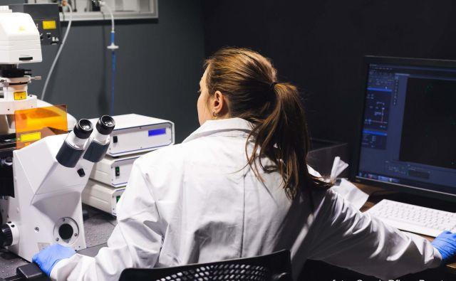 Zaradi okvar zaradi prisilne drže pri delu z računalnikom je lahko potrebna tudi operacija. FOTO: Sarah Pflug, Burst