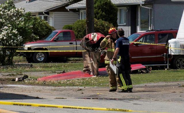 Letalo ponesrečene pilotke je padlo na naseljeno območje in treščilo v stanovanjsko hišo. FOTO: Dennis Owen/Reuters