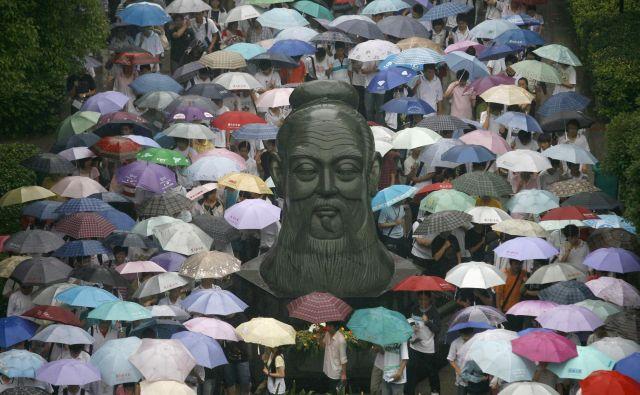 Če bi Kitajska res živela po načelih Konfucija, ne bi bila dežela brez srca in duše, kar vedno bolj postaja, ugotavlja avtor knjige. Foto Reuters