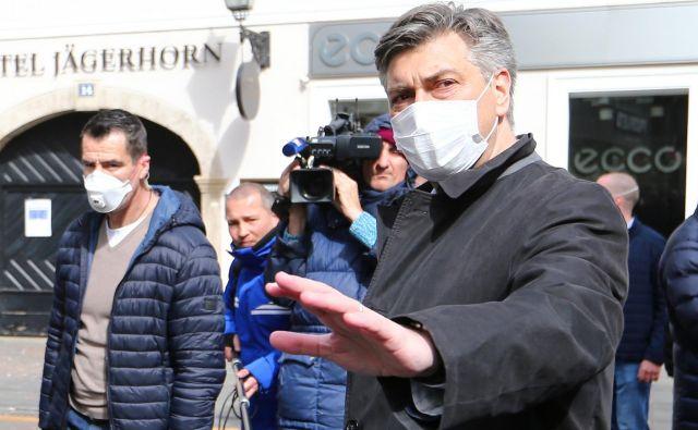 Protestniki so izžvižgali Plenkovića, ker ni pojasnil, zakaj niso sprejeli zakona o popotresni obnovi Zagreba pred razspustitvijo sabora. Foto: Reuters