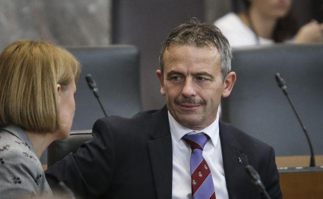 Poslanec SMC Gregor Židan je včeraj prestopil v poslansko skupino SD, prvak stranke Zdravko Počivalšek pa je napovedal vrnitev v poslanske klopi. FOTO: Jože Suhadolnik/Delo