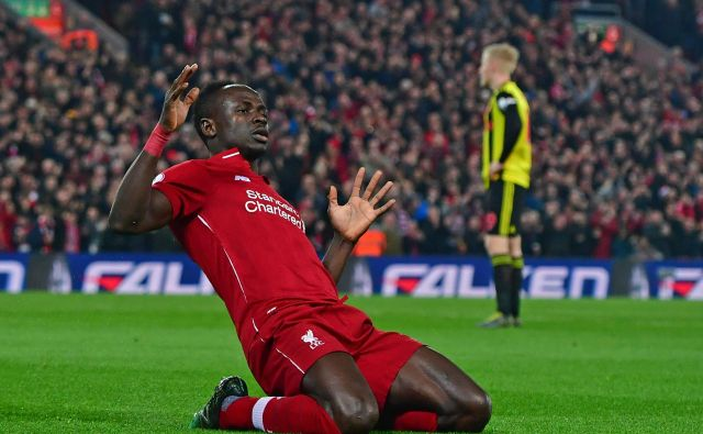 Sadio Mane in drugi nogometaši Liverpoola nestrpno čakajo na vrnitev premier league, ki bi jim prinesla naslov angleškega prvaka na igrišču, ne za zeleno mizo. FOTO: AFP