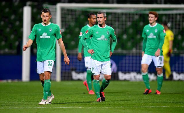 Tudi Werder sinoči ni opravil veliko: eno pičlo zmago v prvih devetih tekmah bundeslige so zabeležili gostitelji. FOTO: AFP