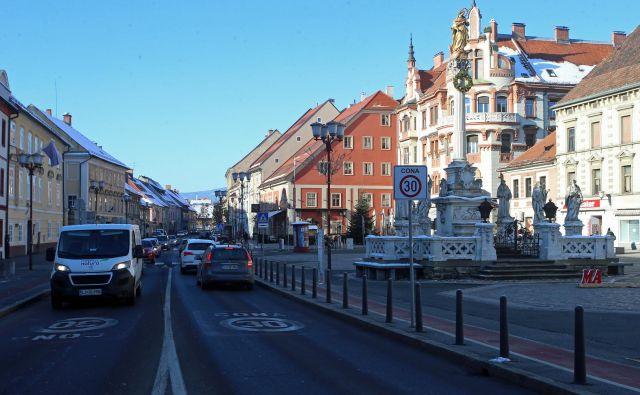 Maribor, mesto, ki išče pametne rešitve za prebivalstvo, ponuja izobraževalni program Menedžment pametnih mest. FOTO Tadej Regent/Delo