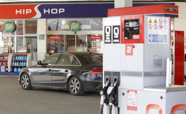 Bencin je nazadnje manj kot en evro za liter stal v 14-dnevnem obdobju od 7. aprila 2009, ko je bil pri 0,996 evra za liter, dizelsko gorivo pa je točno en evro za liter stalo v 14-dnevnem obdobju po 1. marcu 2016. FOTO: Mavric Pivk