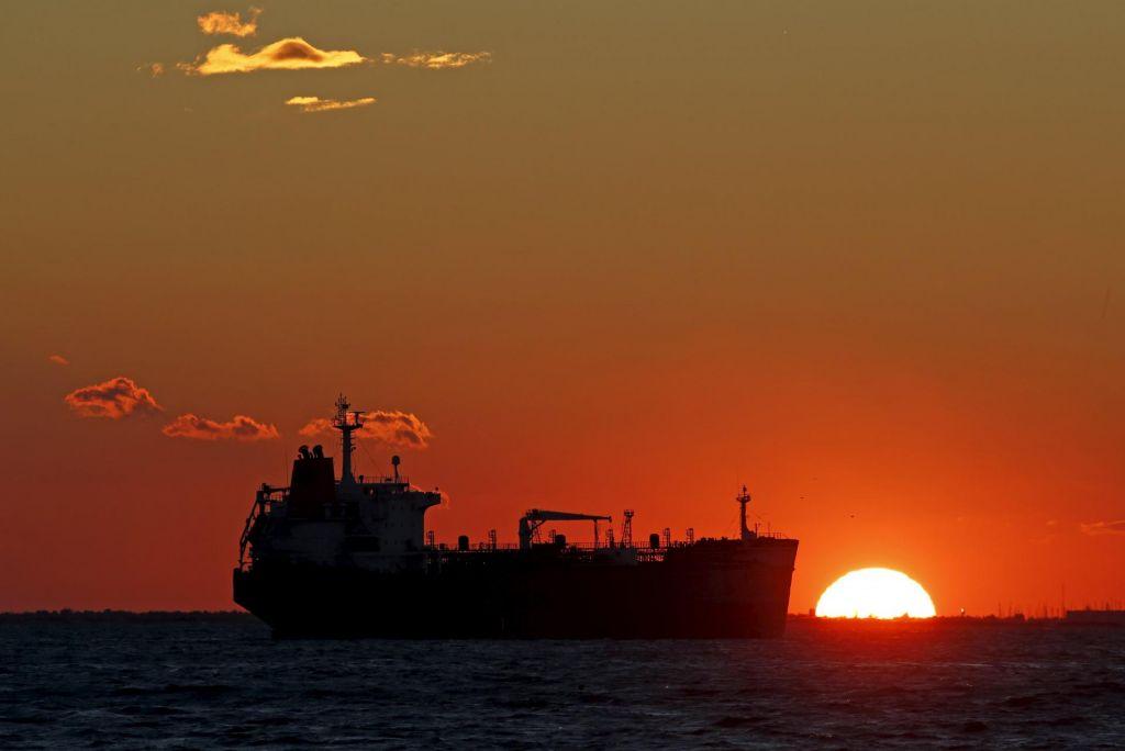 Iranski tankerji na poti v Venezuelo živcirajo Washington