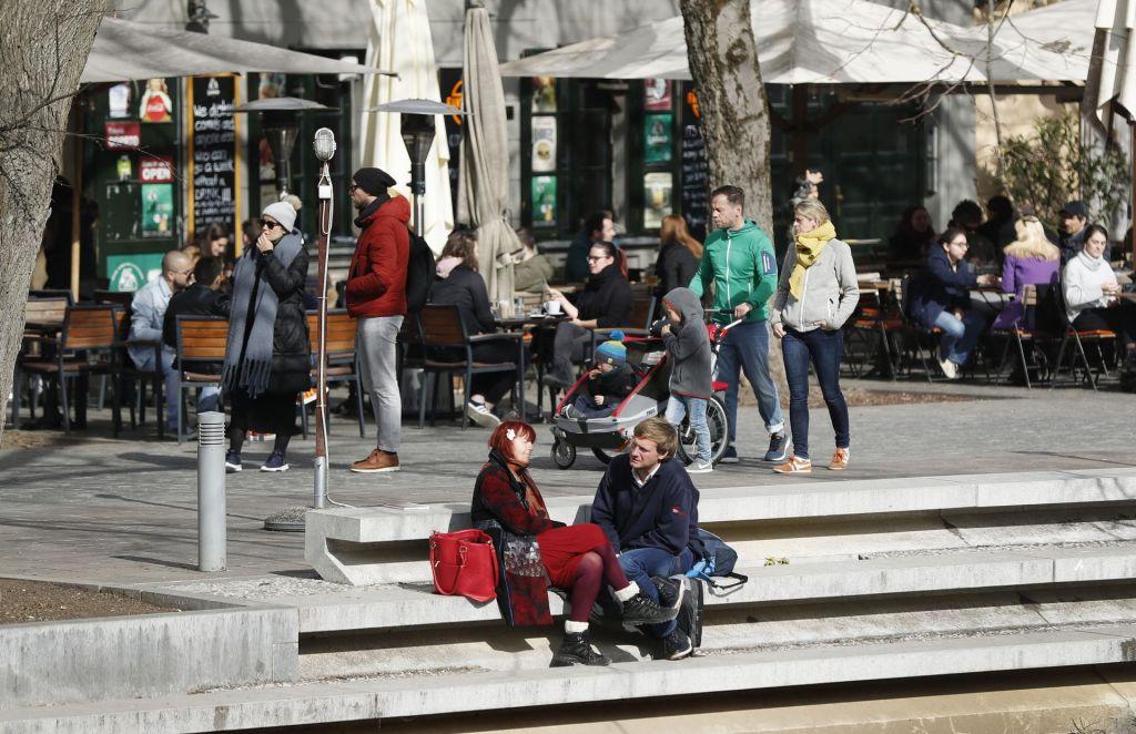 FOTO:V turizmu se bojijo 1. julija, kljub bonom, optimizem pa pri cepivih