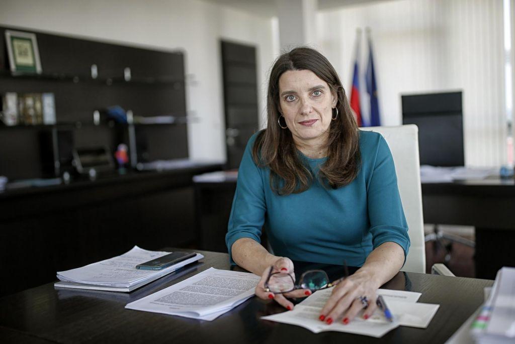 FOTO:Simona Kustec: »Želim in prizadevam si, da bi se lahko vsi varno vrnili v vrtce in šole.«