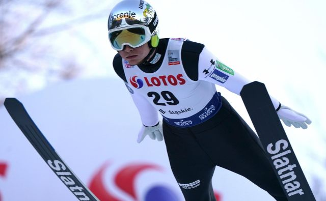 Anže Lanišek je sijajno začel minulo zimo – na uvodni postaji v Visli je z drugim mestom prvič v svetovnem pokalu skočil na zmagovalni oder. FOTO: AFP