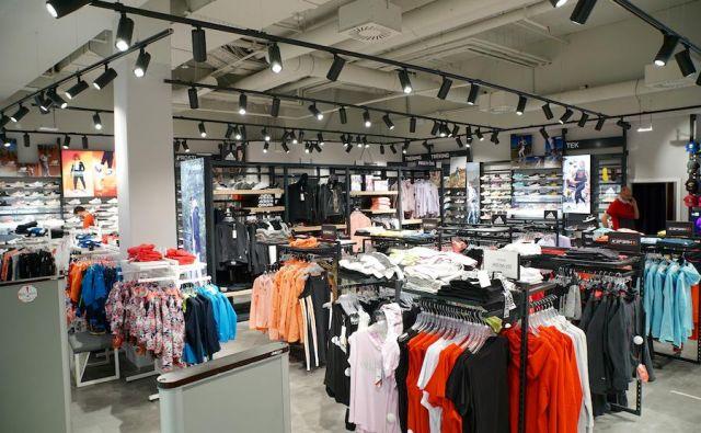 V prodajalni Sport Vision se lahko obiskovalci največjega nakupovalnega središča severovzhodne Slovenije odslej razvajajo na še višjem nivoju in izbirajo med pestro ponudbo visoko kakovostnih izdelkov obstoječih in novih priznanih vodilnih športnih znamk. FOTO: Sport Vision