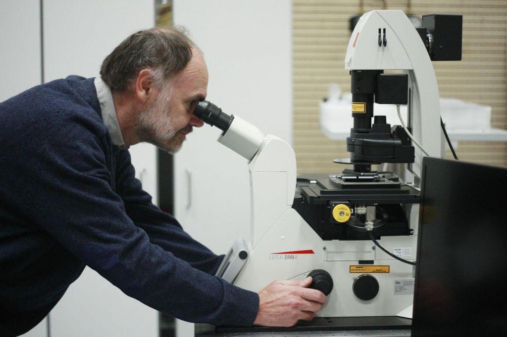 FOTO:Testiranje cepiva na Kemijskem inštitut, novo ime za teleskop in datiranje z ogljikom