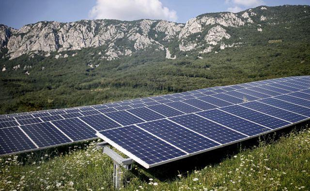 Za dobro delovanje sonečne elektrarne je bistvena leta, tehničnem smislu pa je odločilna kakovost vgrajenih materialov. FOTO: Blaz Samec