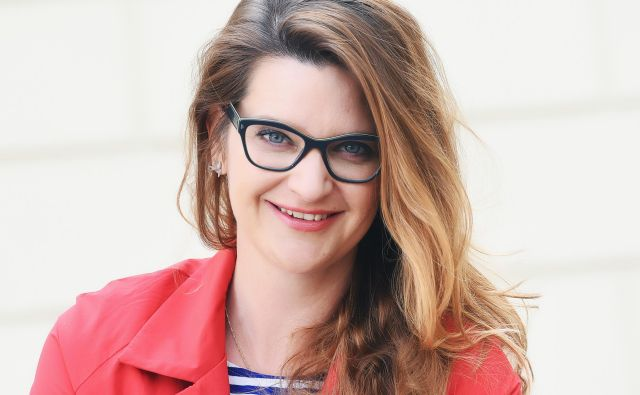 Renata Zamida, direktorica Javne agencije za knjigo:Dokler nam knjige ne bodo dostopne na vsakem koraku, razstavljene v izložbah in vidne v medijih, jih bomo tudi iz misli in od srca lažje odrivali. FOTO: Mateja Jordovič Potočnik