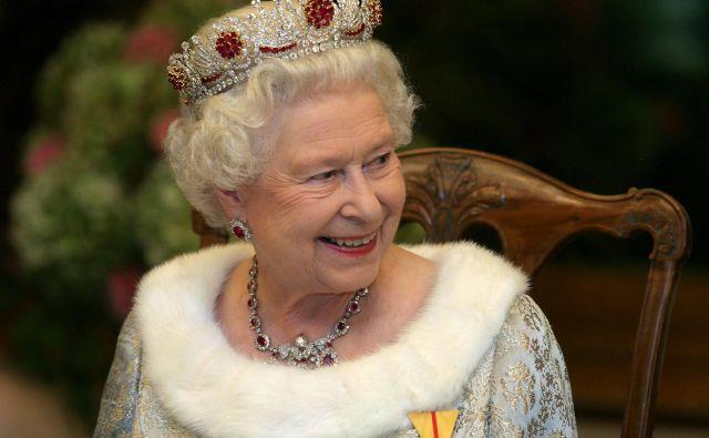 Kraljica Elizabeta ll. bo vsaj do konca avgusta ostala na gradu Windsor. FOTO: Matej Družnik