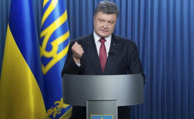 Ukrajinski neodvisni poslanec Andrij Derkačje objavil zapis telefonskih pogovorov med ljudmi, ki imajo glasove podobne Porošenku (na fotografiji), Bidnu in Kerryju.Foto: Reuters