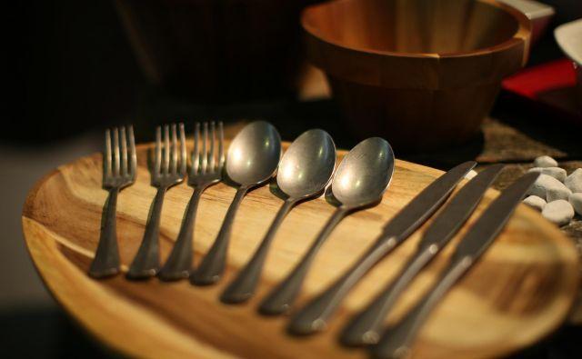 Restavracija ni le kuhinja. Je tudiusklajenost, koreografija, oblikovanje, znanje jezikov ... Je zgodba. Foto Jure Eržen/Delo