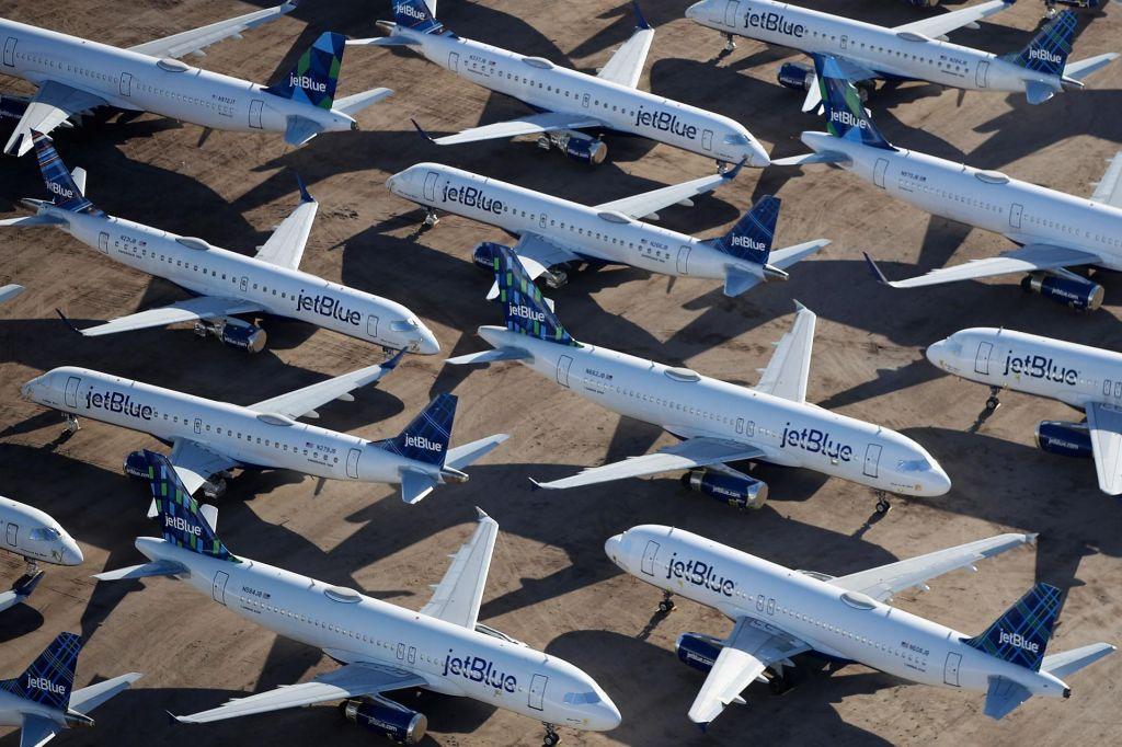 FOTO:Vračanje letalskega prometa