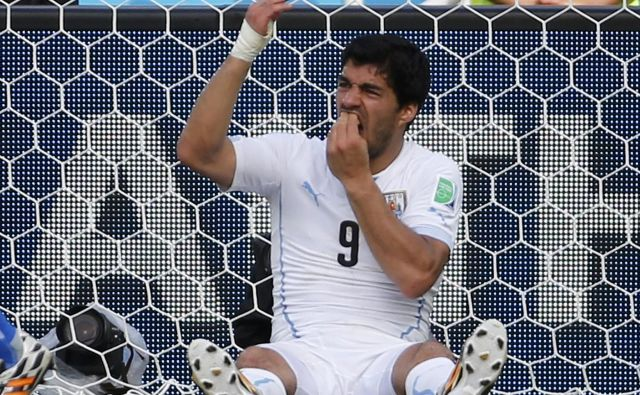 Luis Suarez se je postavil v vlogo žrtve. FOTO: Reuters