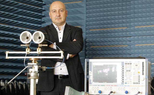 Doc.dr. Boštjan Batagelj na fakulteti za elektrotehniko. Foto Mavric Pivk