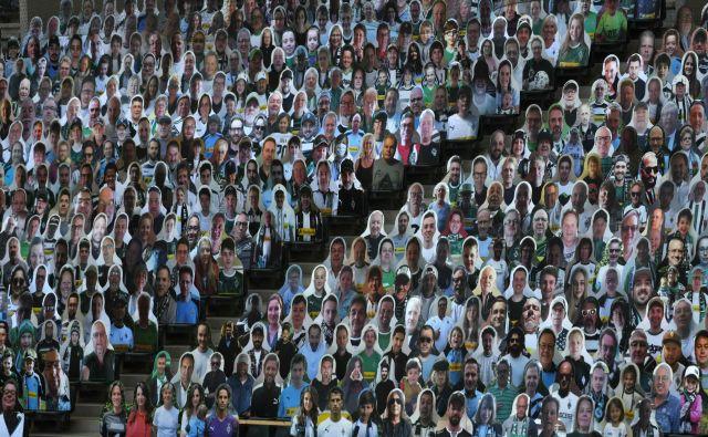 Navijači so vedno dobrodošli, tudi če so iz kartona. FOTO: AFP