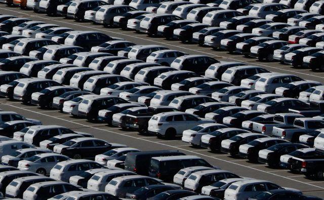 Slovenska avtomobilska dobaviteljska industrija predlaga podaljšanje subvencioniranega čakanja na delo, saj so trgi polni neprodanih avtomobilov. FOTO: Reuters