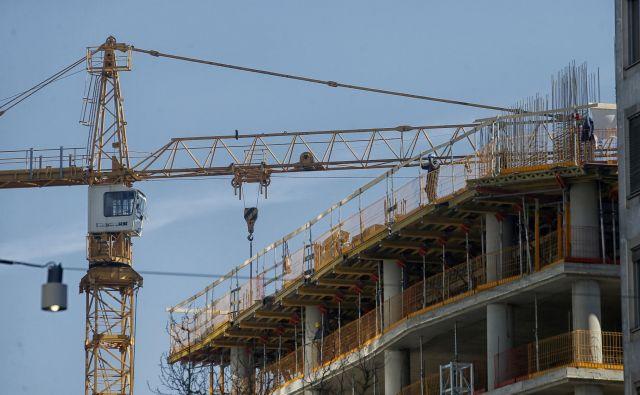 Zakon bo omogočal pospešitev izdaje gradbenih dovoljenj tudi za projekte, ki se bodo izvajali še po letu 2021. FOTO: Blaž Samec/Delo
