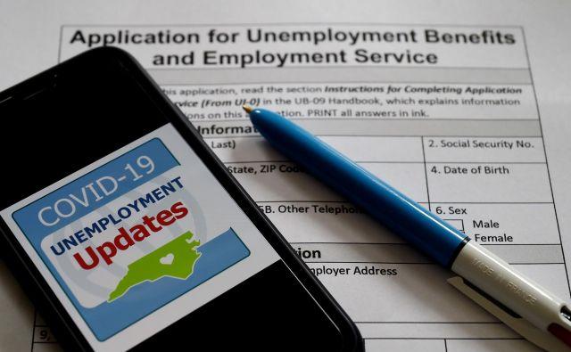 Izpolnjevanje prošnje za nadomestilo za brezposelnost v Arlingtonu.Foto Olivier Douliery Afp
