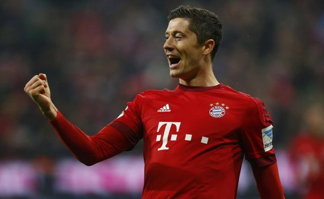 Robert Lewandowski je nekoč tresel mreže za Borussio Dortmund, zdaj je neusmiljen strelec v rdečem Bayernovem dresu. FOTO: Reuters