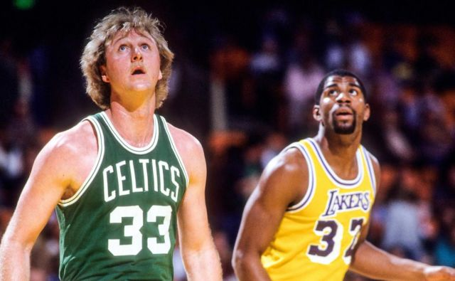 Larry Bird (levo) in Magic Johnson sta tlakovala pot današnjim košarkarskim rodovom. FOTO: Reuters