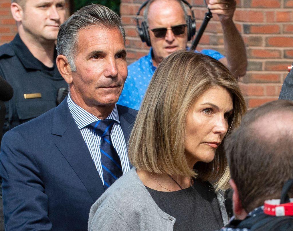 Tudi Lori Loughlin bo priznala krivdo, čakajo jo zapor in ure družbenokoristnega dela