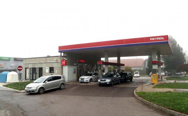 Po razglasitvi epidemije se je prodaja na Petrolovih črpalkah zmanjšala za 46 odstotkov. FOTO: Igor Mali
