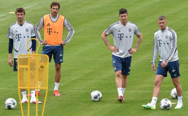 Takole so se pripravljali na današnji izziv Bayernovi aduti (z leve) Thomas Müller, Leon Goretzka, Robert Lewandowski in Mickael Cuisance. FOTO: AFP