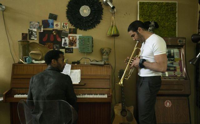 »Glasba ni zame nobena zabava. Je vse, kar imam,« pravi Elliot (André Holland) v seriji The Eddy. Foto Netflix