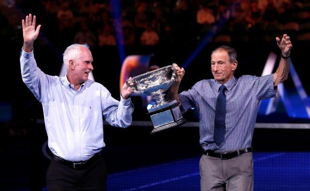V starosti 83 let je umrl Ashley Cooper (desno), avstralski teniški junak, ki je bil dvakrat tudi zmagovalec domačega odprtega prvenstva v Melbournu. FOTO: Reuters