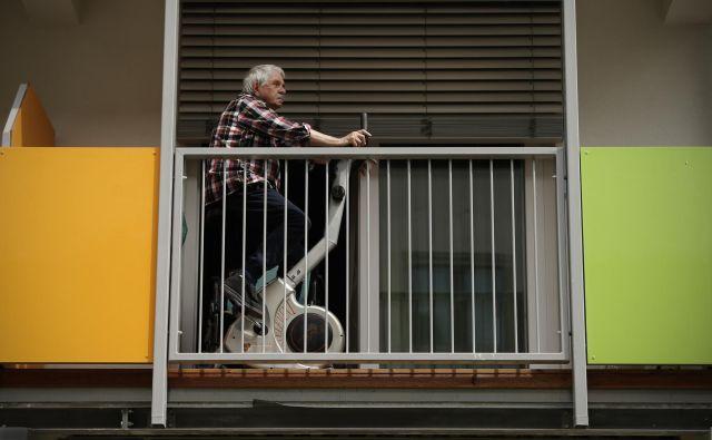 Razmerje med zavarovanci in uživalci pokojnine se je v zadnjih letih vztrajno izboljševalo, lani je doseglo že 1,55. Foto Jure Eržen