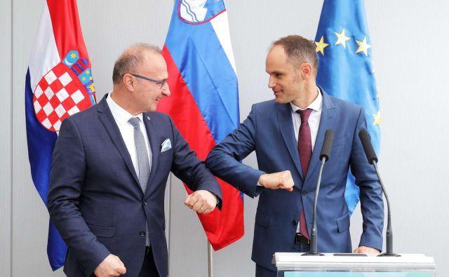 Logar in Grlić Radman sta izrazila zadovoljstvo s priporočili evropske komisije o postopnem sproščanju ukrepov glede prehajanja meje, uvedenih zaradi pandemije koronavirusa. FOTO: Daniel Novaković/STA