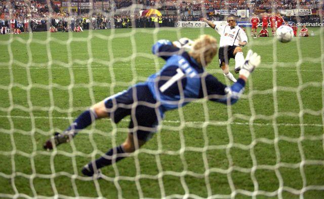 Bayernov junak milanskega finalnega dvoboja lige prvakov leta 2001 je bil vratar Oliver Kahn, osmoljenec pa Zlatko Zahović. Kahn mu je ubranil strel z bele točke. FOTO: Reuters