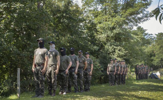 Pojav vard in njihova dejavnost preveč spominjata na strankarsko vojsko v nastajanju. Foto Leon Vidic